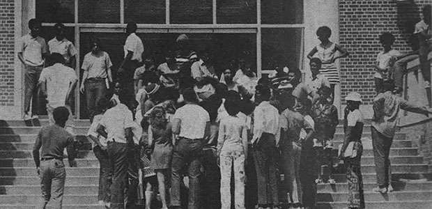 Black students prepare to enter Tigert Hall in Thursday morning's encounter with UF President Stephen C. O'Connell. 1971. Photo by Kevin Moran.